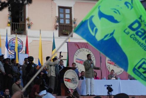 Correa dando discurso