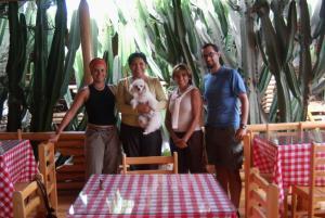 Doña Elizabeth y Moza Elías con suramericaencleta