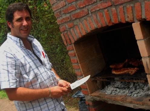 Martin haciendo el asado
