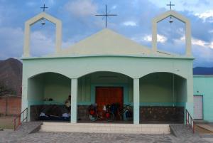 Acampando en el quicio de la Iglesia