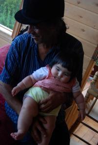 Nelson y su pequeña hija Aini