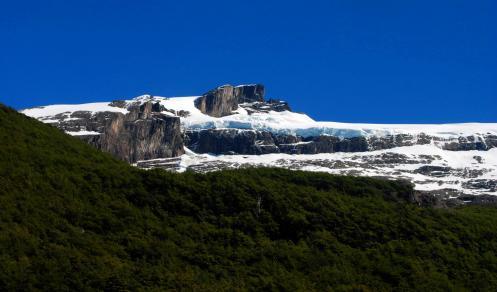 Los glaciares forman paredes de hielo