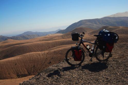 Bici sobre montañas
