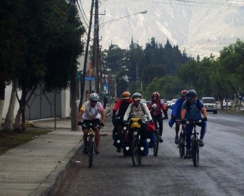 entrada a Quito en grupo