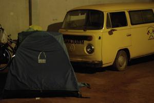 acampando bajo techo