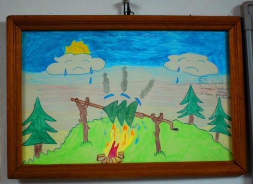 Concepto infantil de un incendio forestal