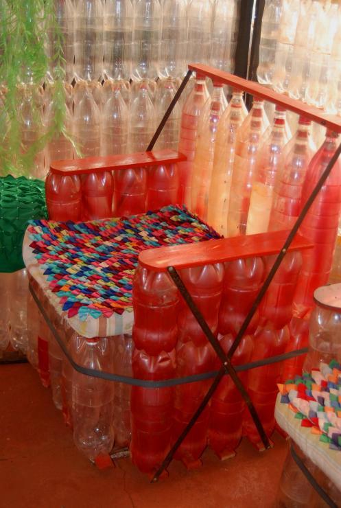 El sillón de botellas
