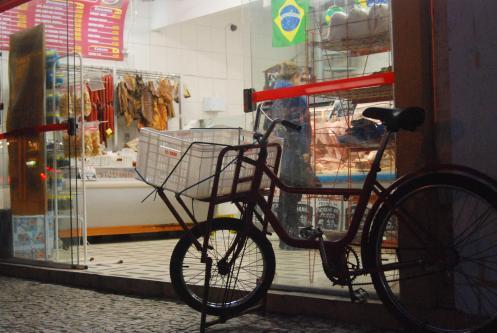 Ciclista repartidor de una carnicería