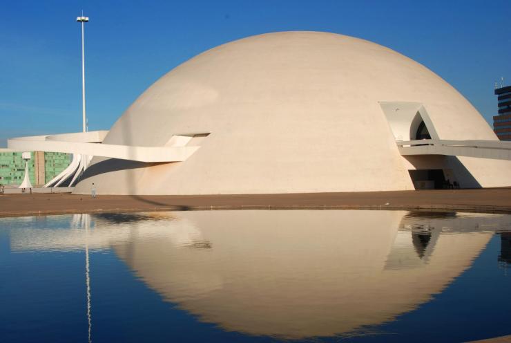 Reflejo diurno del Museo Nacional