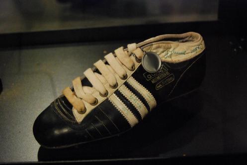 Zapatos de fútbol utilizados por Brasil en el siglo pasado