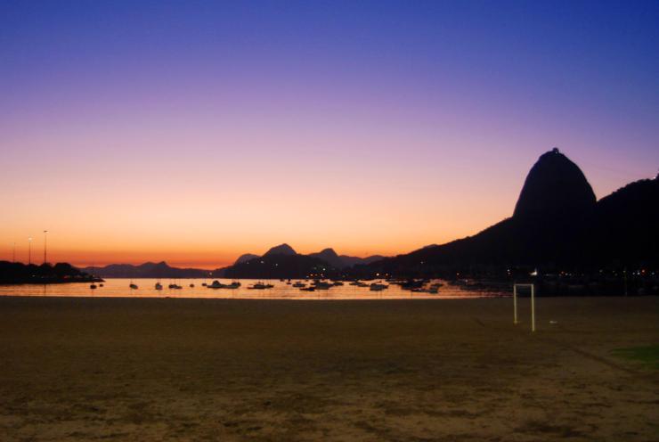 5:30 am Playa Botafogo, Pan de Azúcar y futebol