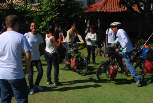Grupo de jóvenes de  Maresias en Cleta y Cleto