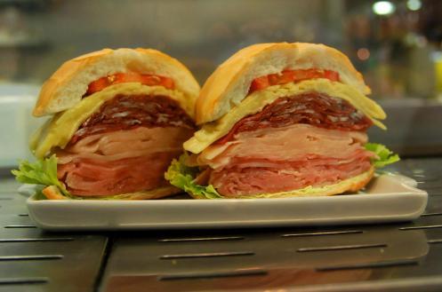 Sandwich de mortadela típico de Sao Paulo