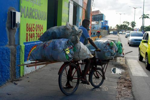 con toda la carga para reciclar