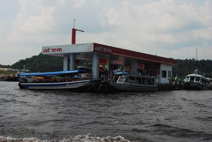 gasolinera flotante