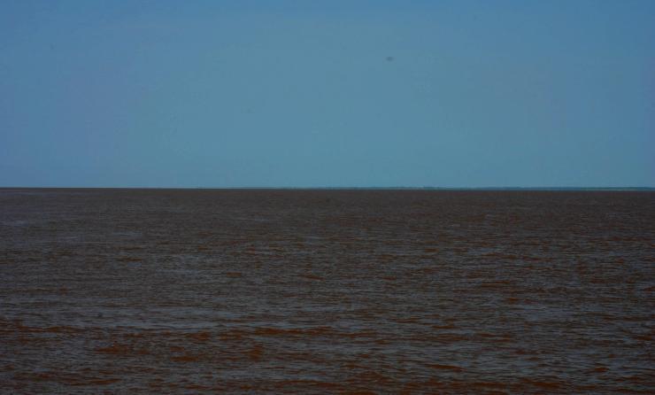 la otra orilla del río Amazonas
