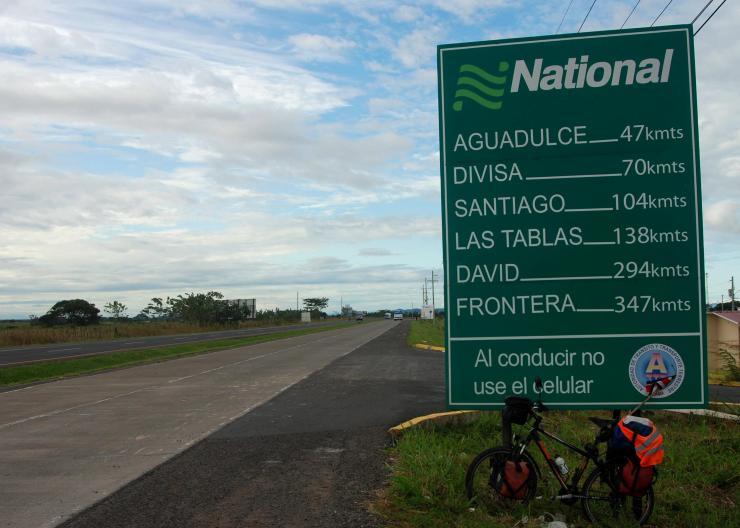 a 347 km de la frontera